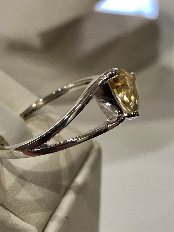 Brilliant 2.00ct Citrine Ring. Size R 1/2 (9)