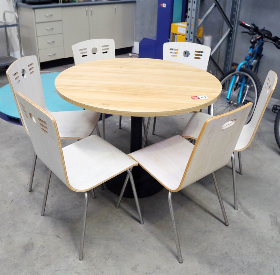 Circular Dining Table 100mm (Dia) with 6 Chairs.