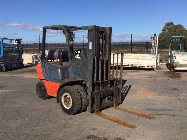Nissan Samsung SF25L Counterbalance Forklift