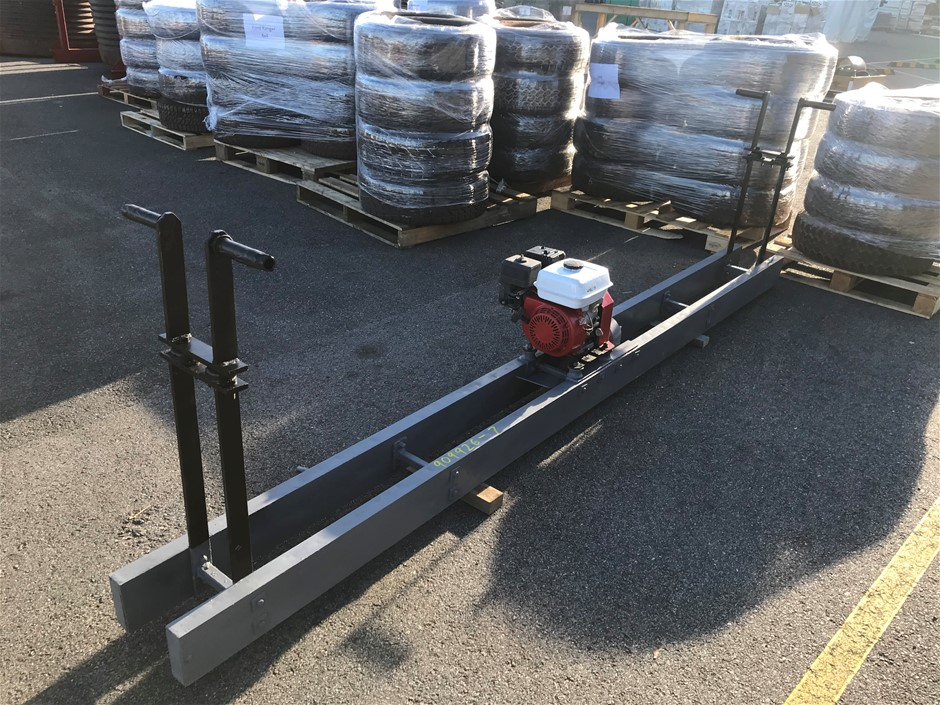 1x Large Vibrating Concrete Scread 3.60m Long with Petrol Motor