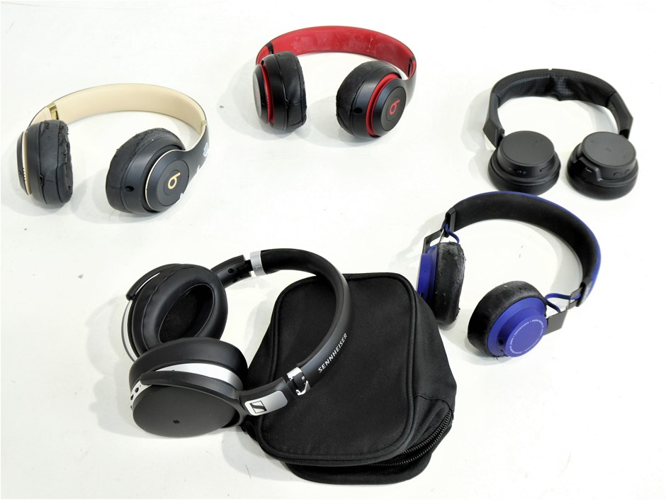 4x ASSORTED USED & UNTESTED OVER EAR HEADPHONES