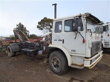 International Acco 1850 E 4x2 Hooklift Truck