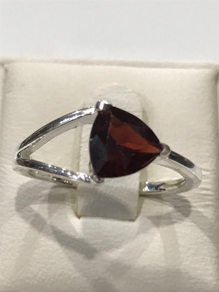 Brilliant 2.00ct Garnet Ring. Size L 1/2 (6)