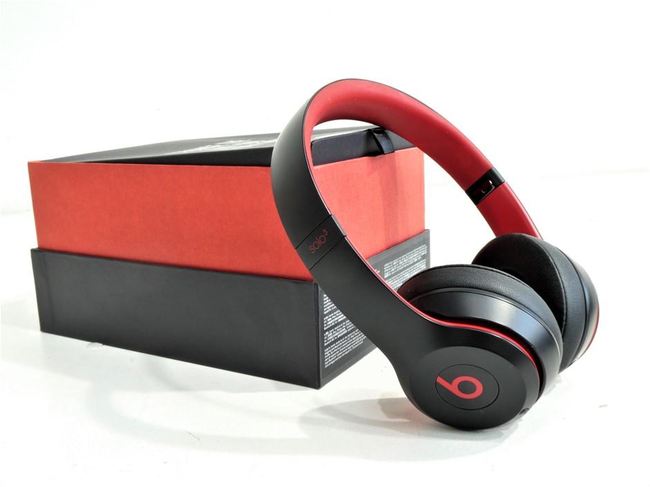 Beats Solo 3 Wireless On-Ear Headphones (Black/Red)