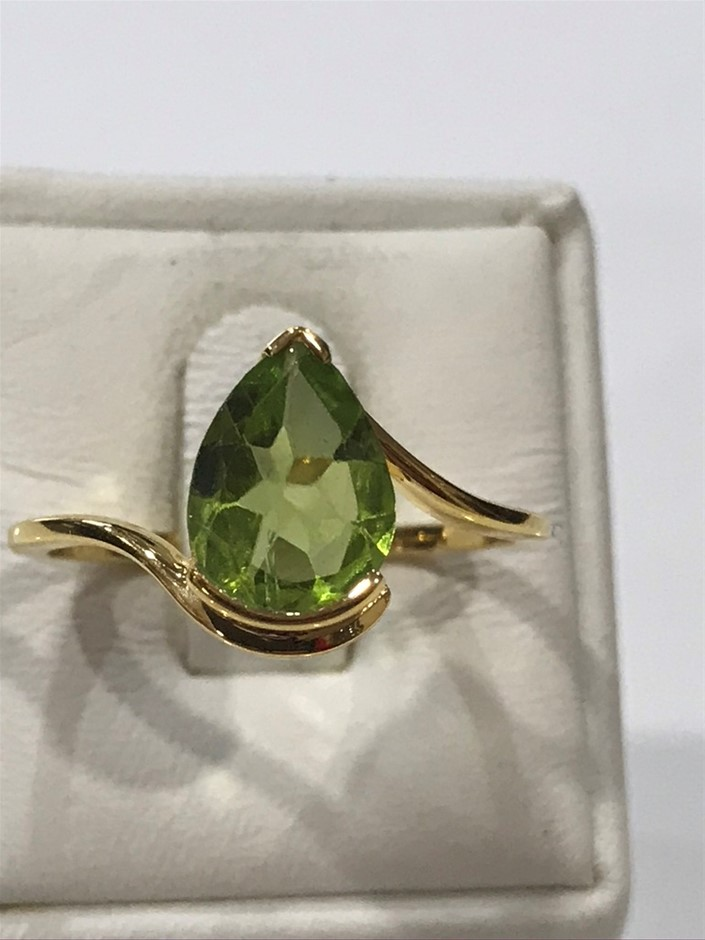 Eye Catching 2.00ct Peridot & 18K Y/Gold Vermeil Ring Size Q (8.25)