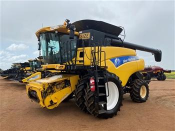 2009 New Holland CR9080 Harvester