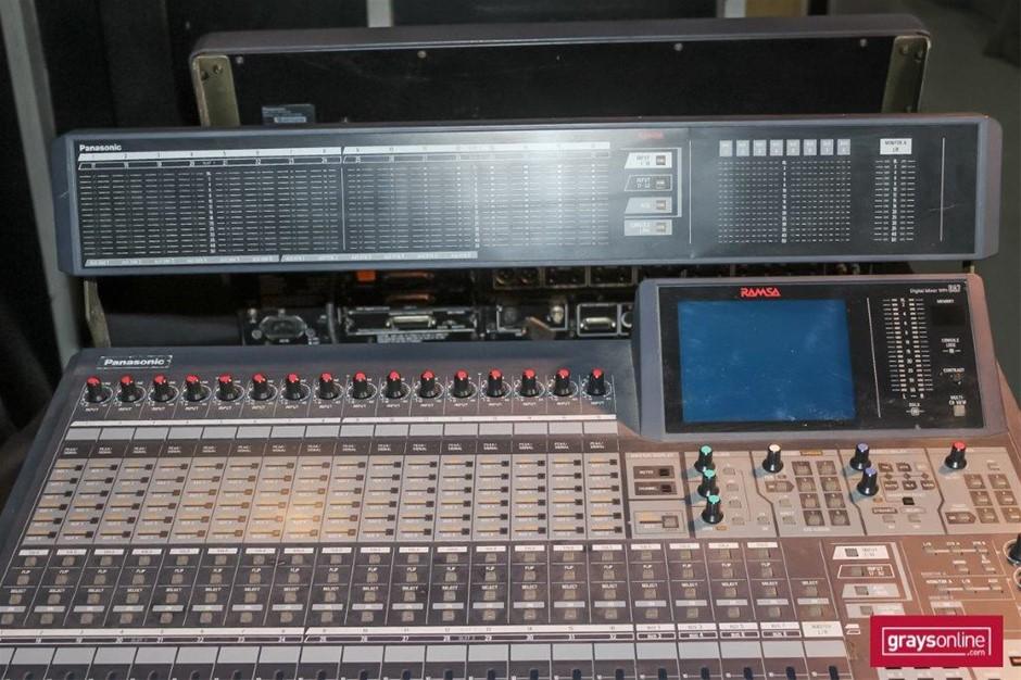 Panasonic(RAMSA) WR-DA7 32 Channel Digital Audio Mixing Console