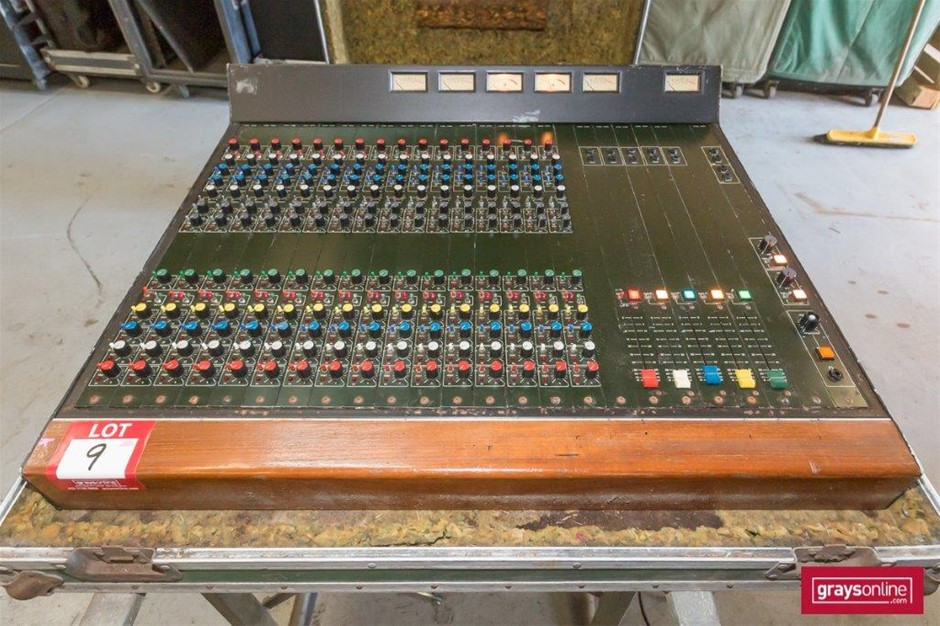 WRM 16 Channel Analog Audio Mixing Console in Road Case