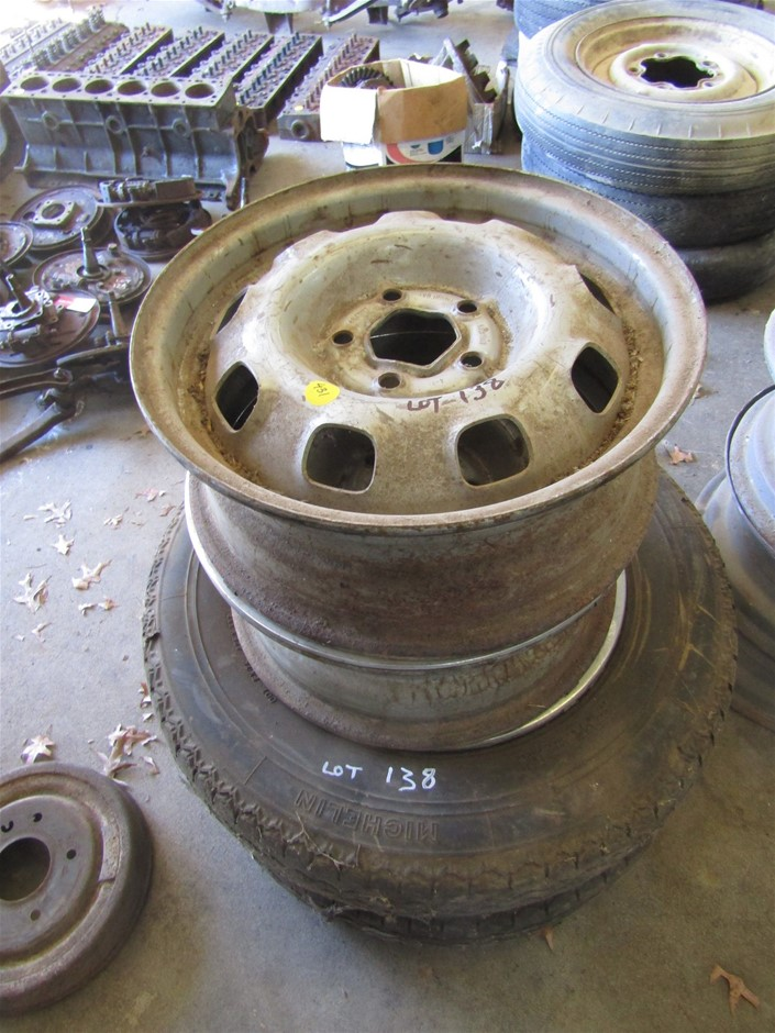 4 x light truck rims, 2 with tyres