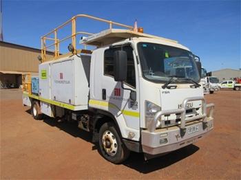 2012 Isuzu FSR850L Single Cab Service Truck