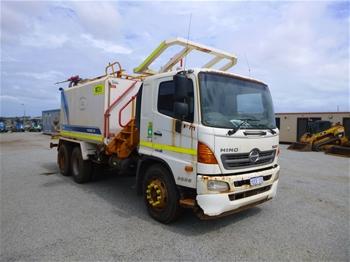 2013 Hino FM 8J SER 2 6x4 Water Cart (MR580)