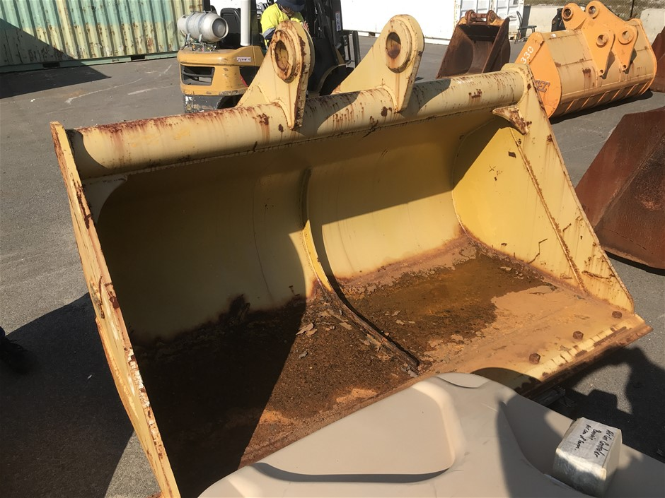 SEC 2300mm WIDE BATTER BUCKET WITH BOLT EDGE