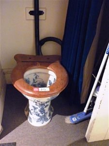 Antique Style Toilet Suite With Toilet Paper Holder
