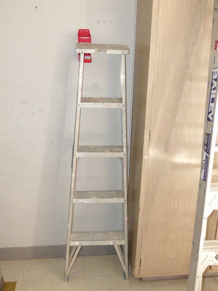 Bailey Four step Domestic Step Ladder