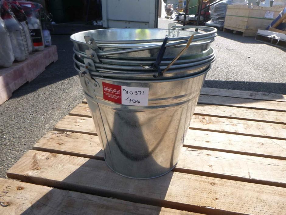 Qty 4 approx of Queen 15L Metal Bucket