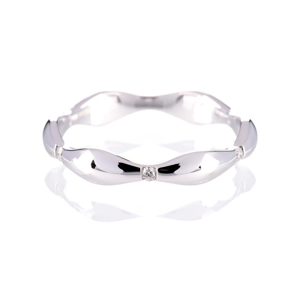 Solid white gold and diamond ring 0.06ct TDW