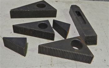 Angled Serrated Jaws