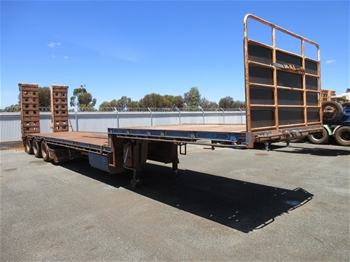 2011 Vawdrey VBS3 Triaxle Drop Deck 45' Trailer With Ramps