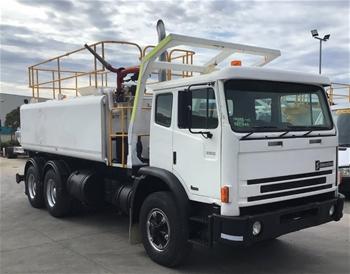 1998 International 2350 6 x 4 Water Truck