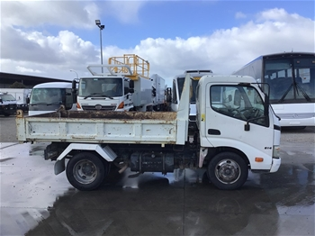 2007 Hino 300 614 4 x 2 Tipper Truck