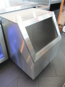 Ice/Drinks Storage Unit
