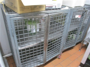 Quantity of 3 Storage Cases/Shelf