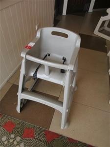 1 x Rubbermaid High Chair