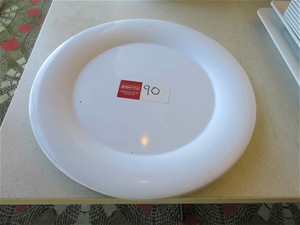 2 x Round Plastic Serving Trays