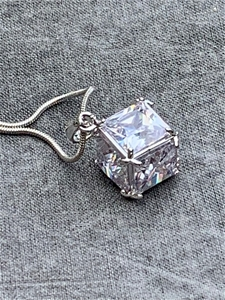 NECKLACE - CUBIC ZIRCONIA CUBE WHITE (wi