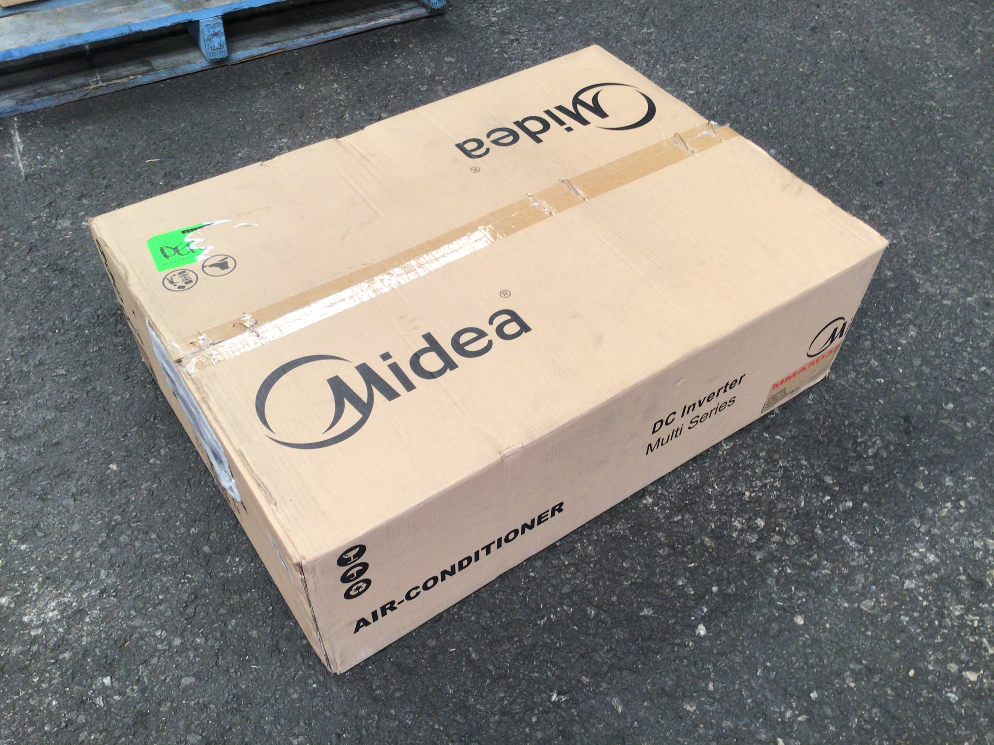 Midea MMA5D35 multi-head ducted air conditioning system.