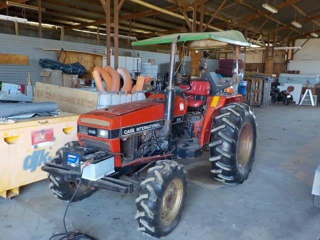 Case International 4WD 275 Tractor