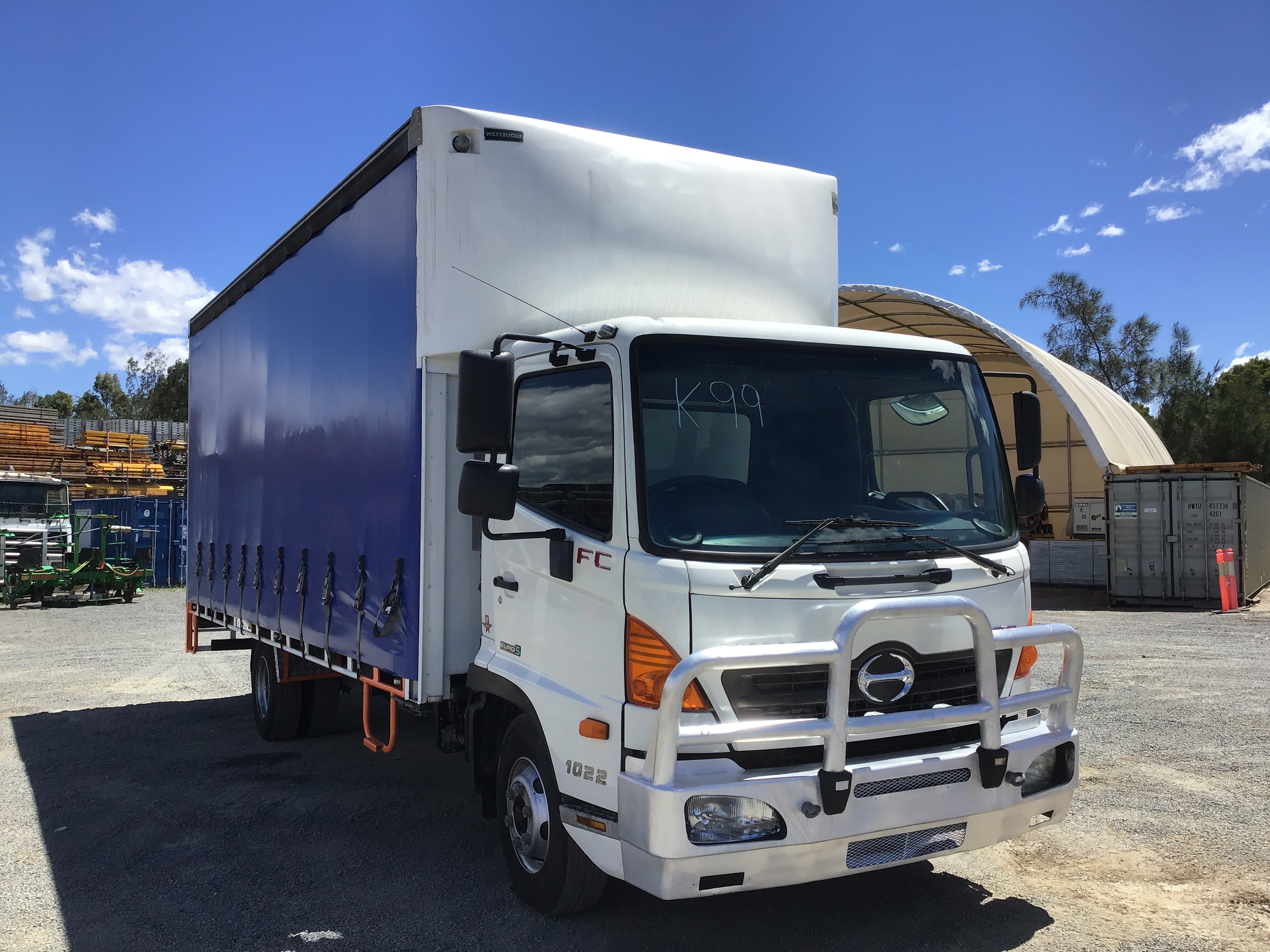 2015 Hino FC 500 /1022 4 x 2 Curtainsider Rigid Truck