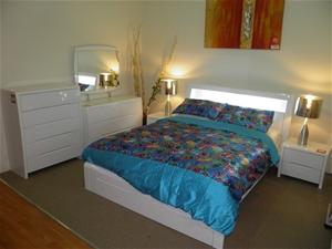 Benton White Queen Bedroom Suite 7 P