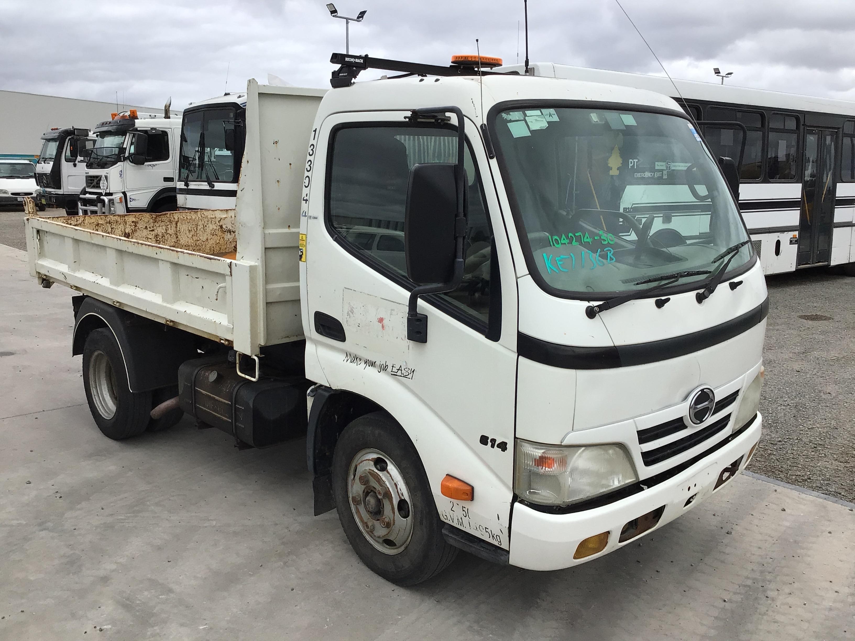 2009 Hino 615 4 x 2 Tipper Truck