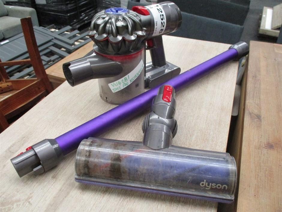Dyson 227604-1 Hand Stick V7 Vacuum Cleaner