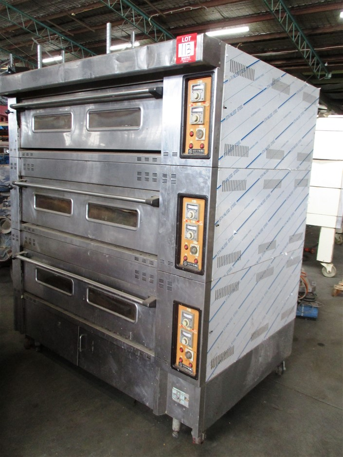Commercial 3 Door Oven