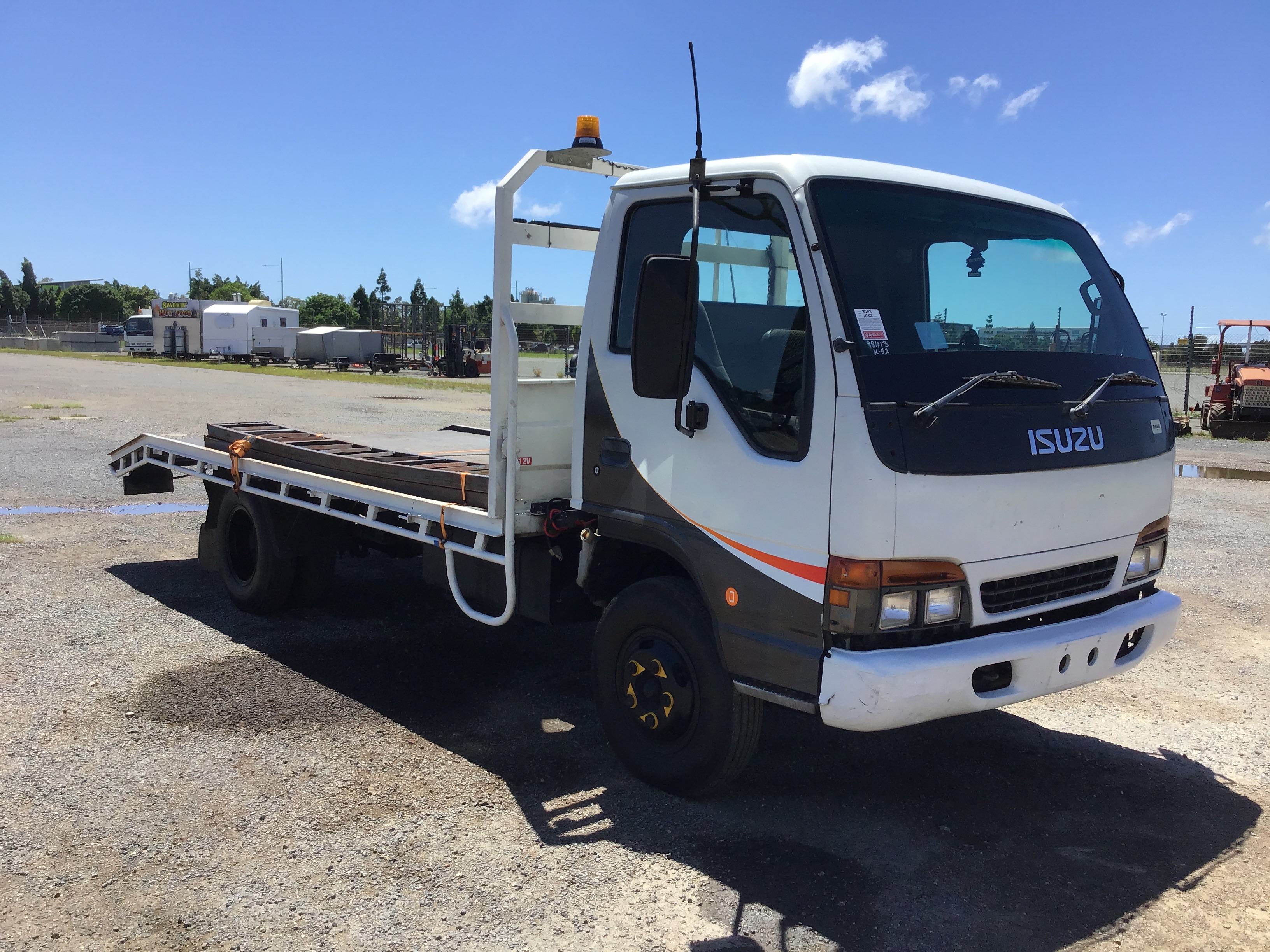 1998 Isuzu NPR200 4 x 2 Beavertail Truck