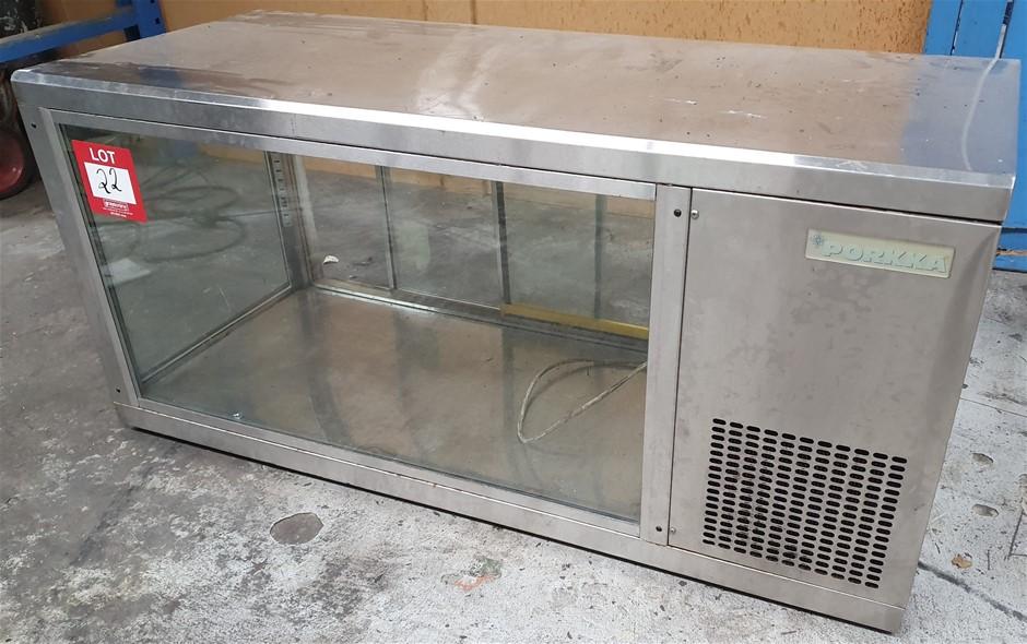 Porkka Counterop showcase Refrigerated - Condition unkown.