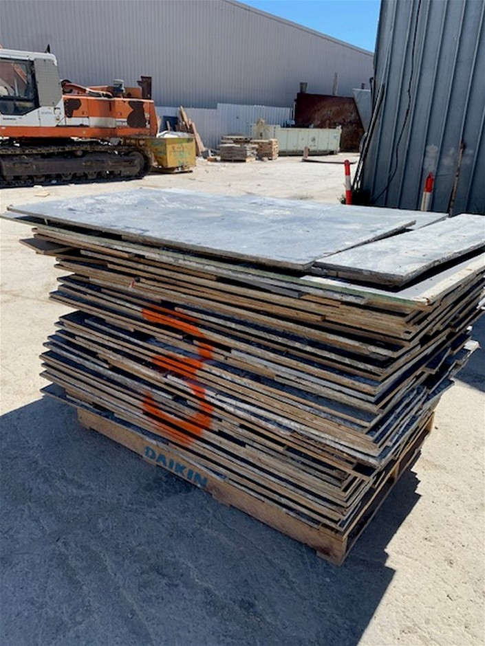 Pallet of Used F17 Form Ply - Random Lengths