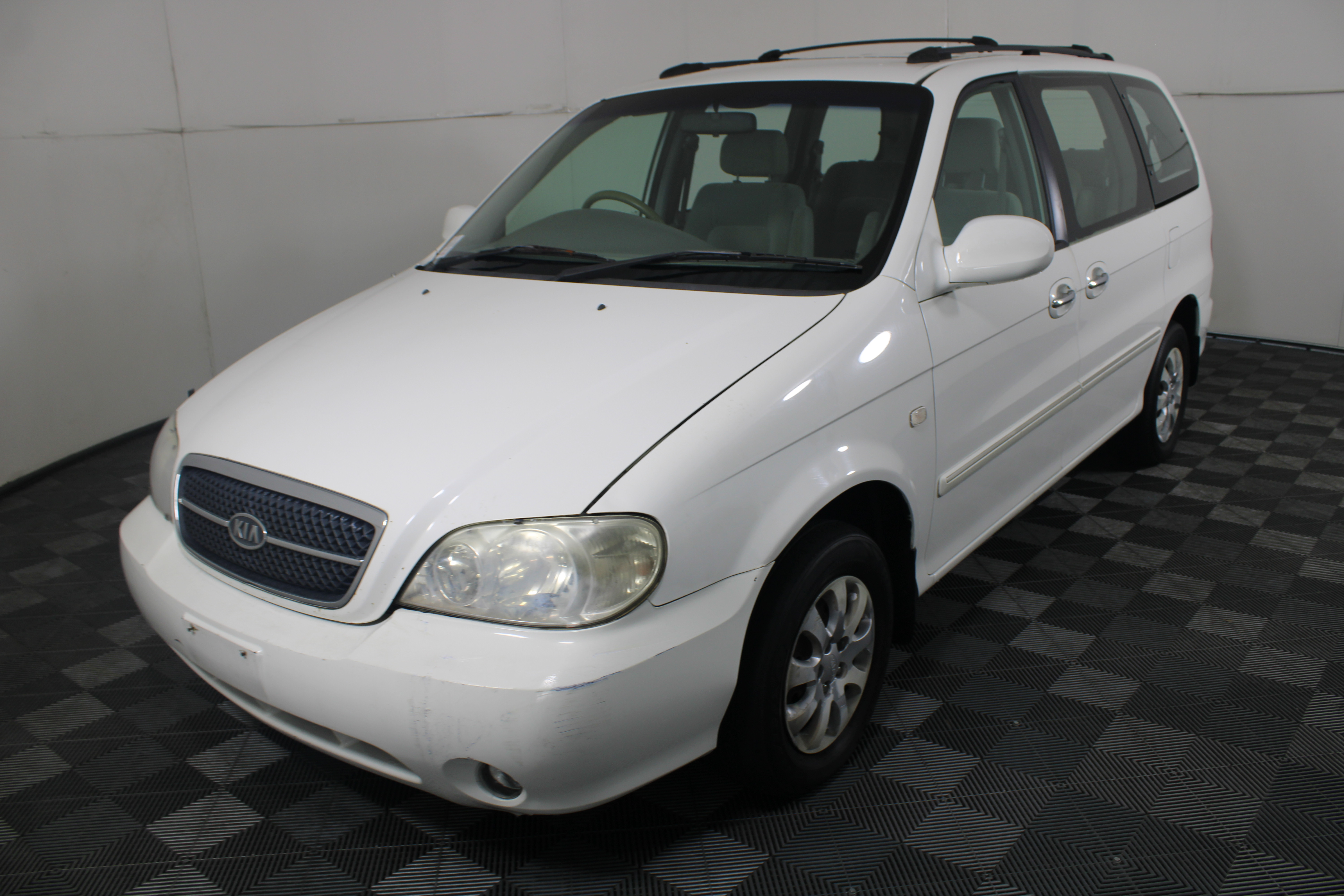 2004 Kia Carnival LS Manual People Mover