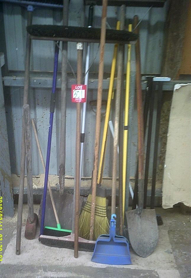 Quantity of tools. Shovels, Crowbar