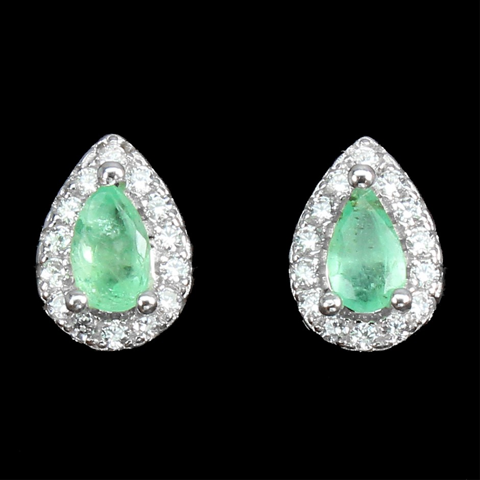 925 Silver Gorgeous Emerald Stud Earrings