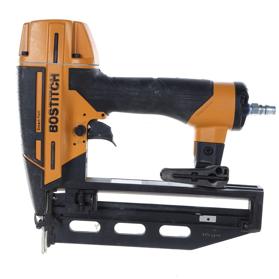 BOSTITCH 16ga Finish Air SmartPoint Nailer, Carry Case with a broken latch.