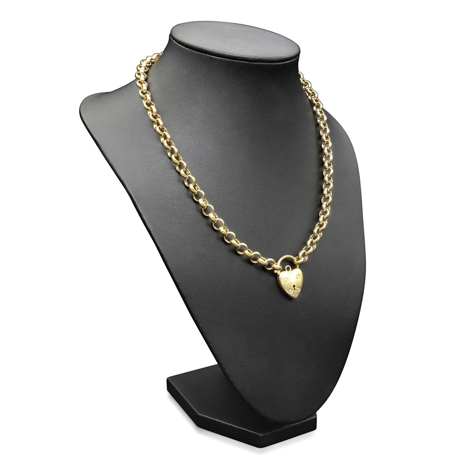 18ct Yellow Gold Layered Belcher Chain Necklace Feat. a Small Plain Locket