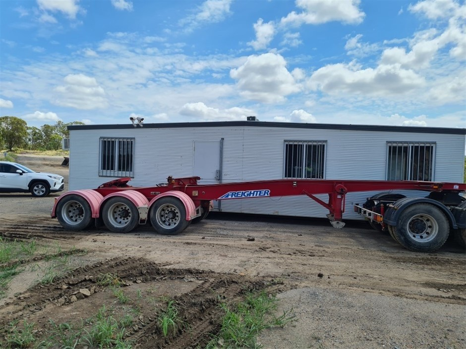 2011 Freighter by Maxitrans ST3 Triaxle Skeletal Lead Trailer