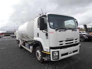 2008 Isusu 900 Long Tanker Truck