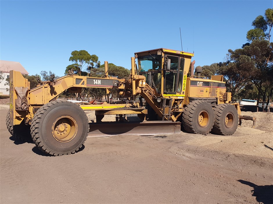 2007 Caterpillar 14H Motor Grader with Blade and Multi Tyne Ripper
