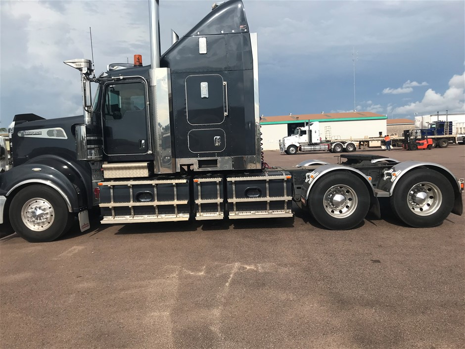 2018 Kenworth T909 Prime Mover Truck