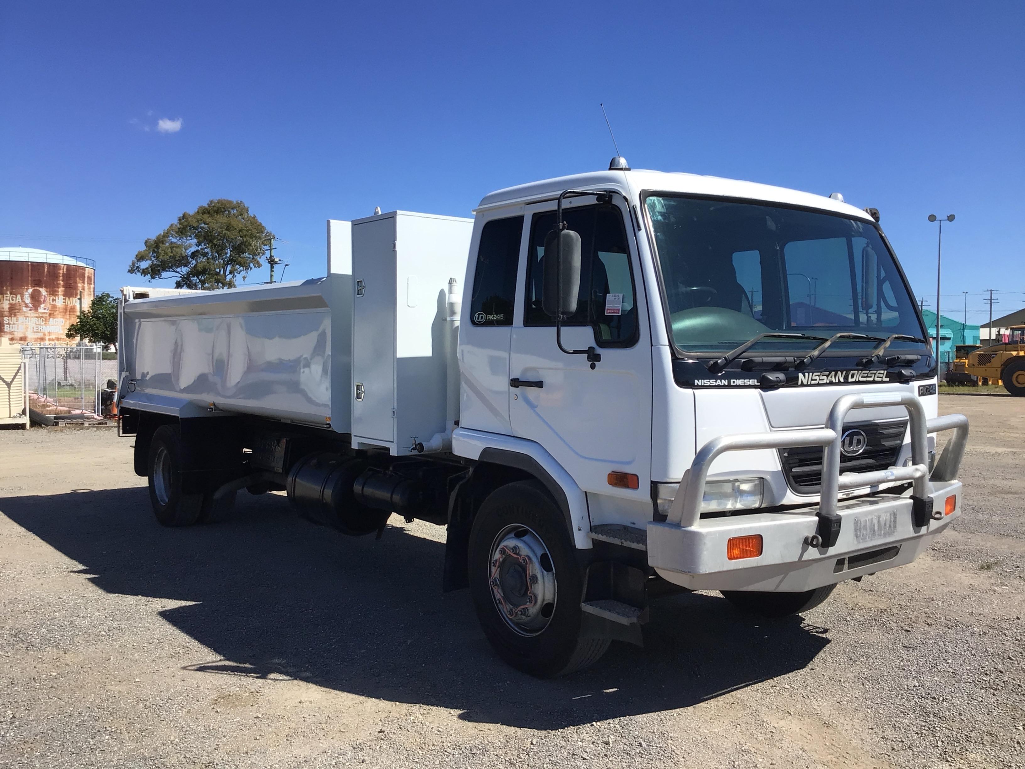 2004 UD Nissan Diesel PKC215 4 x 2 Tipper Truck