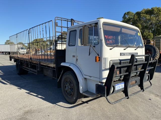 1990 International ACCO 1850 D 4 x 2 Tray Body Truck